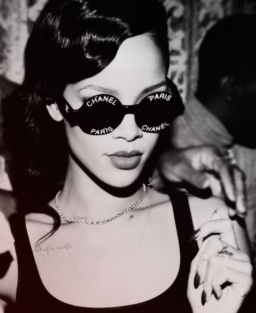 glasses round rihanna